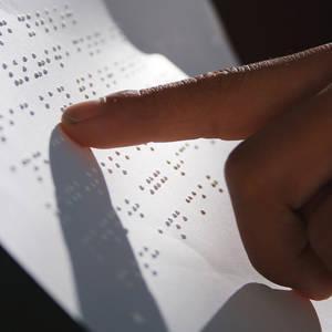 Braille-ohne-Grenzen-Tibet-Blindenschrift-lesen