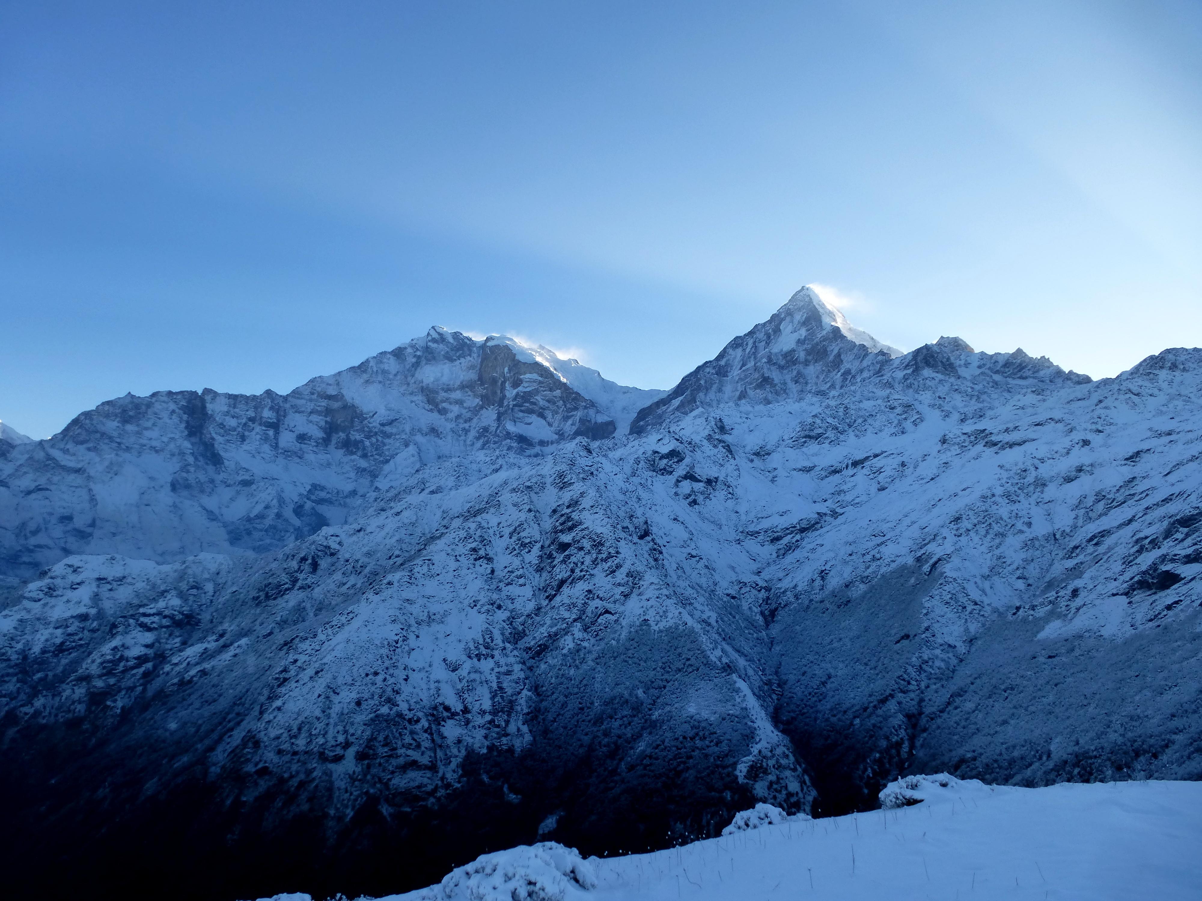 Nepal-Kopra-Danda-Bergpanorama-im-Schnee