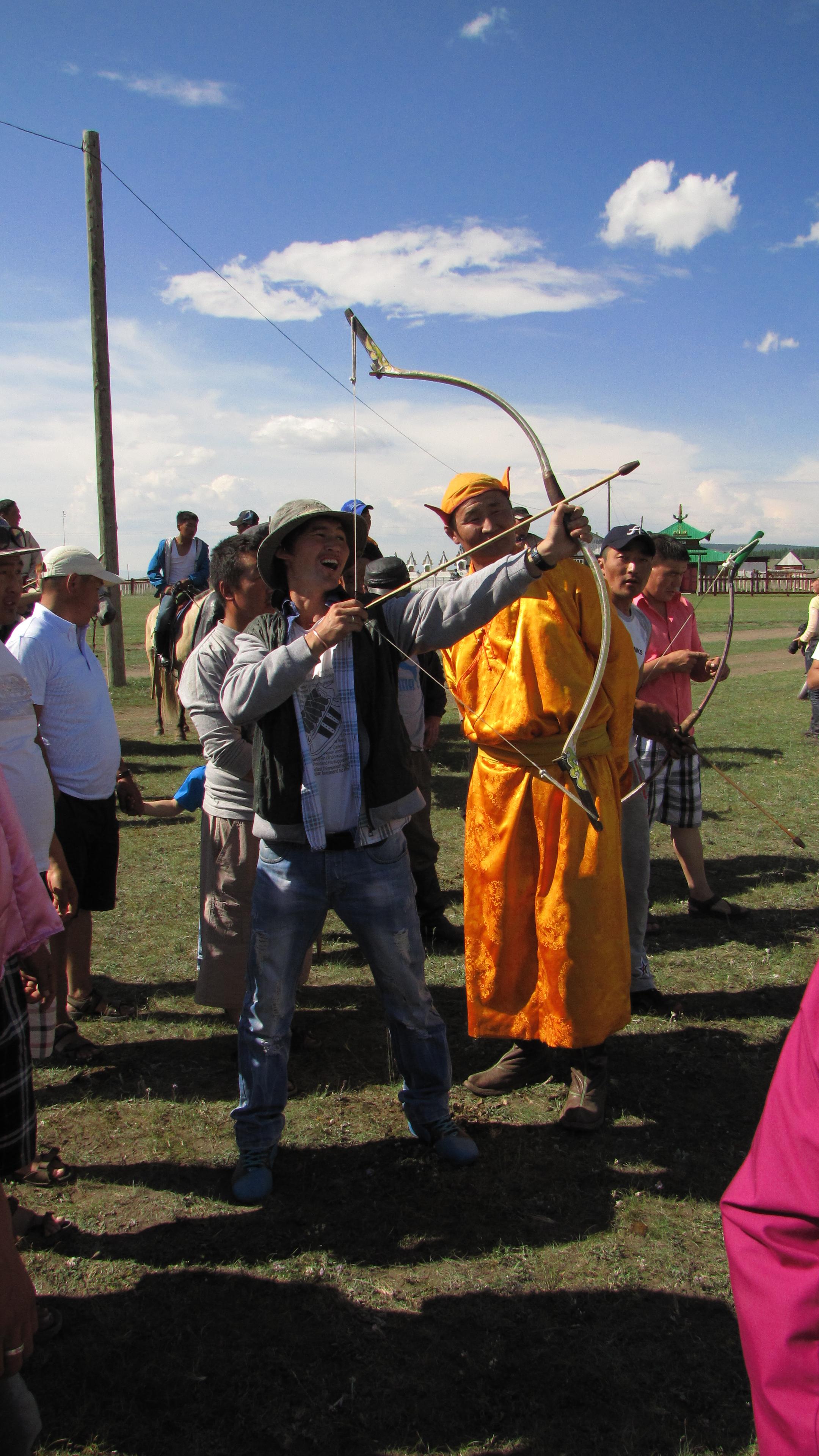 Bogenschießen beim Naadam Fest