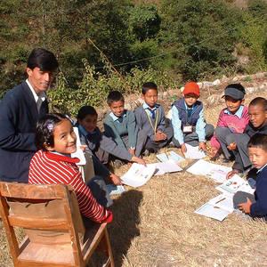 Kinderhaus-Kathmandu-lernen-im-Freien