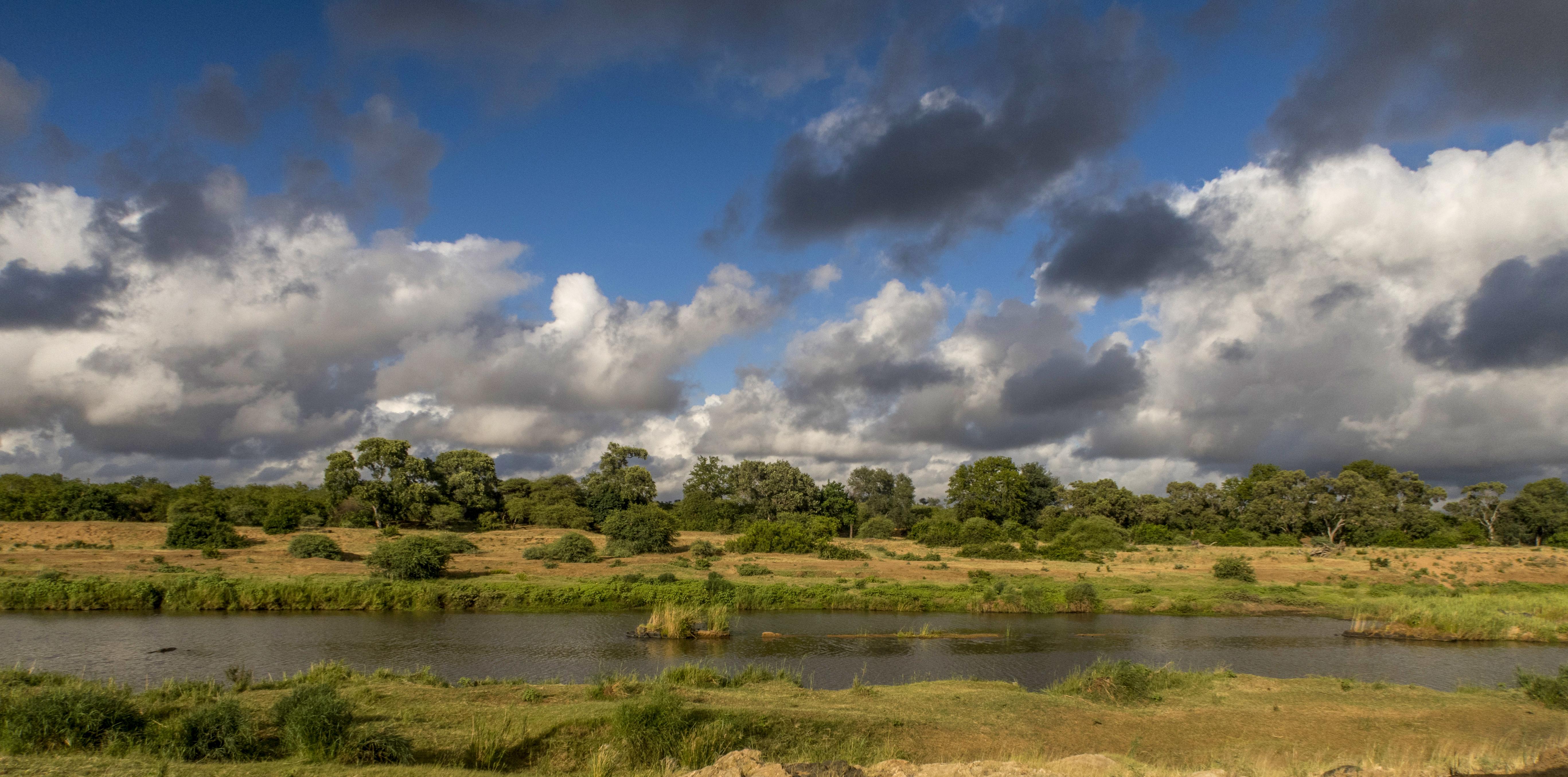 Suedafrika-Mtomeni-Flusslandschaft