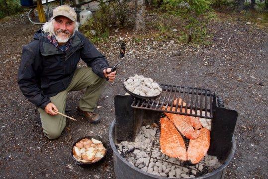 Alaska-camping-jay-grilltlachs