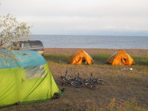 Kirgistan-MTB-Camp-am-Ufer-des-Issyk-Kul