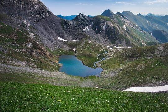 Schneereste in den andorranischen Pyrenäen