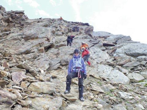 Kletterei im weglosen Felsgelände auf dem Weg zur Schöne Aussicht Hütte.