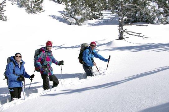 Schneeschuhwandern Pyrenaeen Kunden im Schnee