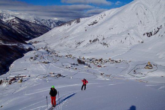 Georgien-skitour-aufstieg-oberhalb-uschguli
