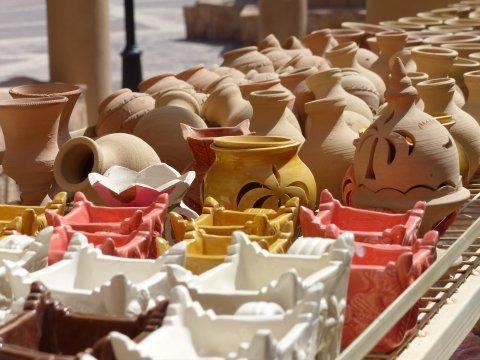 Oman-Nizwa-Markt-Vasen
