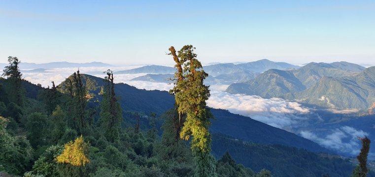 Über den Wolken auf dem Weg nach Sermathang