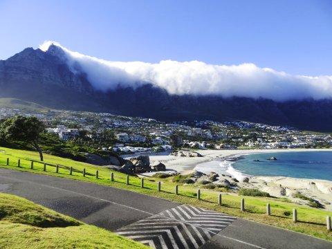 Suedafrika Kapstadt Blick auf Camps Bay