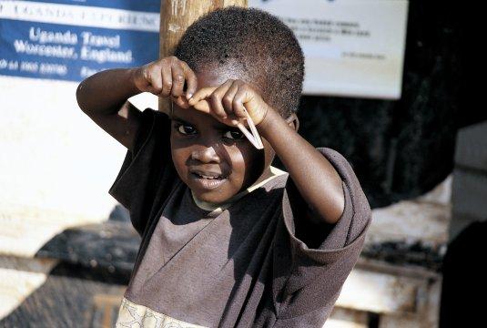 Junge in Uganda