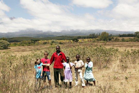 Nalemoru Flussbettwanderung mit Kindern aus dem Waisenhaus_2