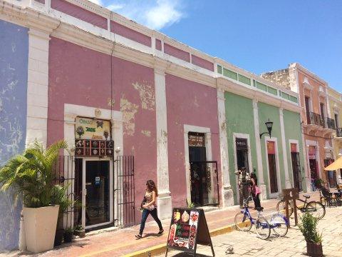 Mexiko-Yucatan-bunte-Häuser