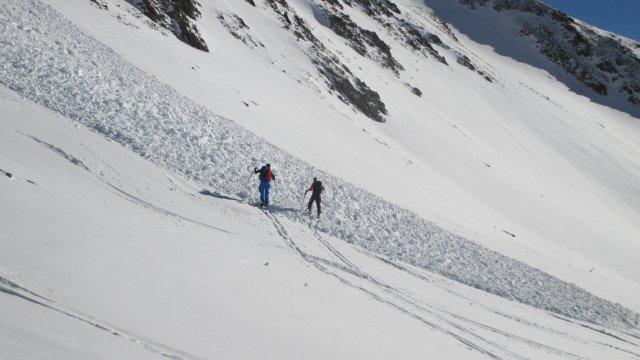 Österreich-Alpen-Ausbildung-Lawine-Schneebrett
