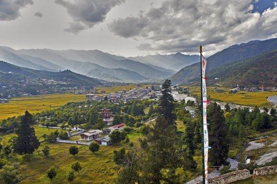 Herbst im Parotal in Bhutan
