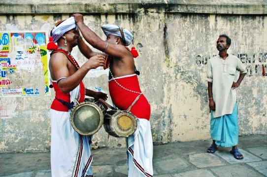 Männer in traditioneller Kleidung
