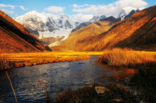 Huayhuash See mit Berg