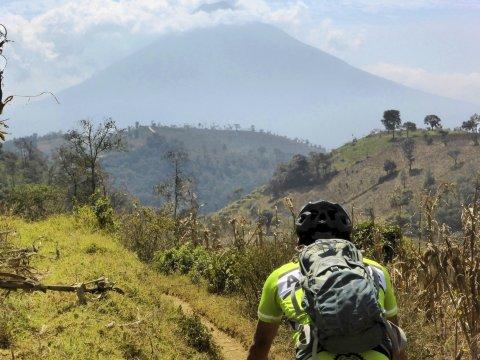 ueber Antigua Vulkan Agua im Hintergrund_2