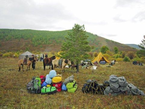 Lagerplatz in der mongolischen Taiga