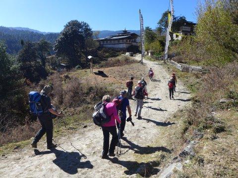 Bhutan Dorfeingang