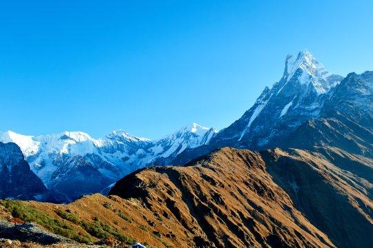 Der Bergkamm des Mardi Himal und der Gipfel des Machapuchare