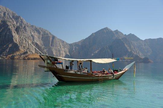 Mussandam, Dhaw-Fahrt, Boot mit Familie