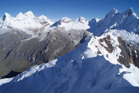 Cordillera_Blanca_Huandoy_Pisco_Chacraraju 1