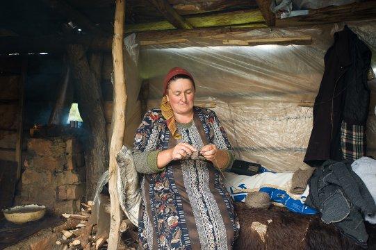Frau im Dorf