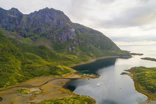 Bucht und Küstenabschnitt in den Fjorden