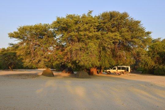 Zelte und Fahrzeug_2
