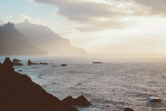 Teneriffa Küste im Nebel Sonnenaufgang dawn-daylight-fog-1606618