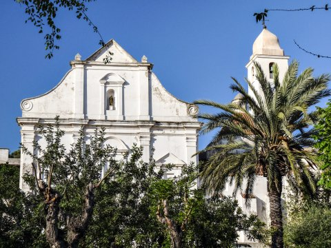 Weiße Kirche in Orosei