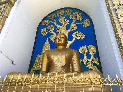 Buddha in der Shanti Stupa bei Pokhara