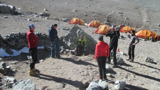 Argentinien-Probesitzen-am-Locus-Lager-I