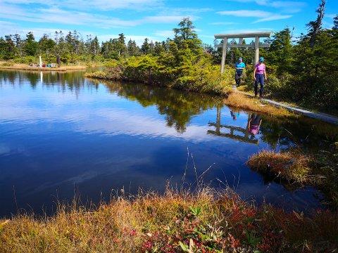 Wandern am Yakebitai Kratersee