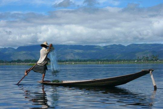 Fischer bei der Arbeit auf dem Inle See