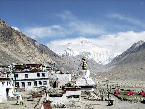 Kloster Rongbuk mit Everest