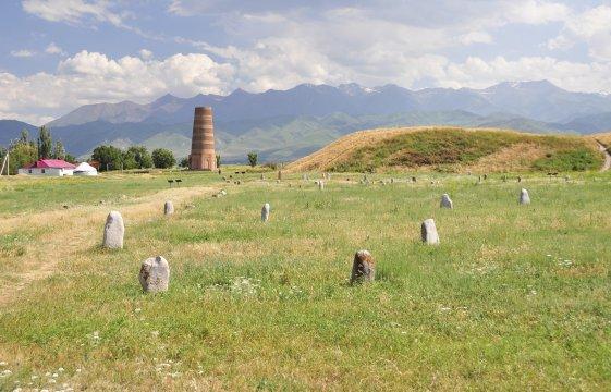 Burana-Turm und Balba Steinfiguren
