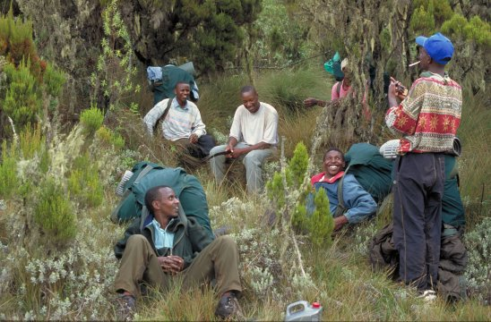 Kenia_Kamweti-Route_Traeger