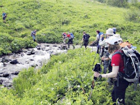 Bachüberquerung im Arkhyz-Tal