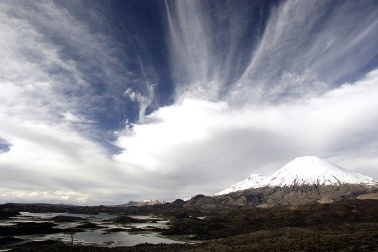 Cotacotani-Lagunen am Lago Chungara mit ParinacotaLagunas Cotacotani Lago Chungara Chile_2