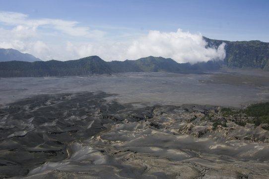 Java Bromo Vulkan Caldera mit Sandmeer