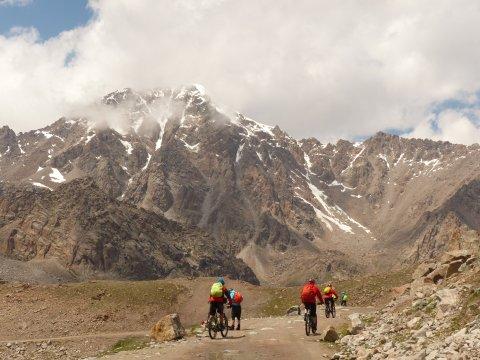 Kirgistan_MTB_Piste_am_Fuße_des_Tian_Shan