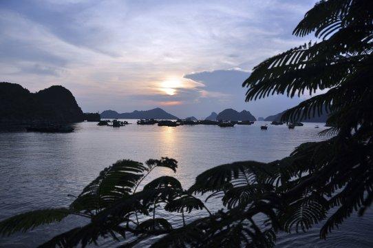 Abendstimmung in der Halong Bucht