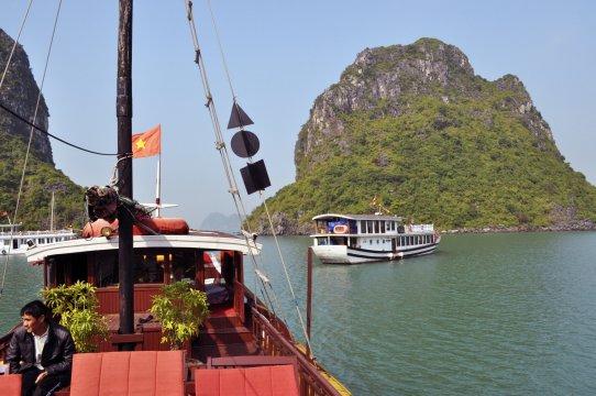 In der Halong Bucht unterwegs
