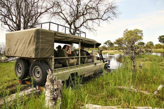 Im offenen Safari-Fahrzeug_2