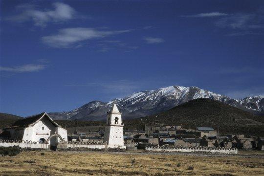 Blick auf Isluga im Altiplano