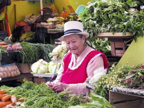 Gemusemarkt in Cuenca mit Frau_2