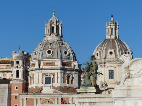 Rom_Altstadt_Kirchen_bei_Piazza_Venezia
