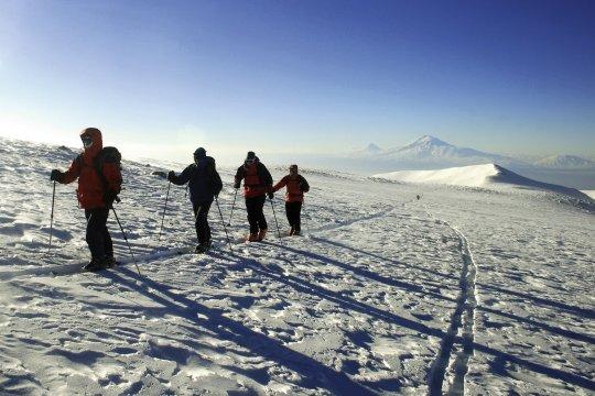 Skiaufstieg Aragats Armenien 02
